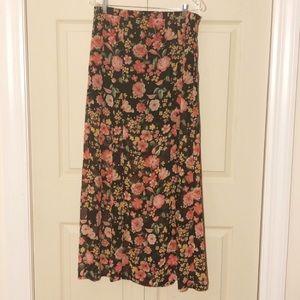 Forever 21 lovely floral skirt
